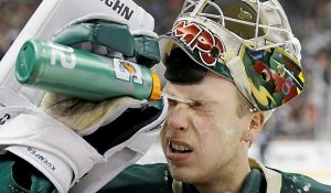 He might be POTW, but Wild rookie Darcy Kuemper has trouble handling NHL-level water bottles.